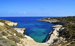 Kreuzen entlang den Kosten von Malta lizenzfreies stockfoto