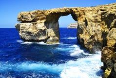 Kreuzen entlang den Kosten von Malta-Insel stockfotografie