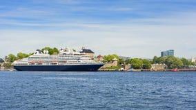 Kreuzen Sie im Hafen der Stadt von Oslo lizenzfreies stockbild