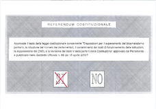Kreuzen Sie JA in der roten Abstimmung auf italienischem Stimmzettel Stockbild