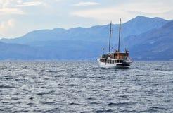 Kreuzendes Meer der Yacht Lizenzfreies Stockbild