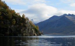 Kreuzendes Skjerstadfjorden stockfotografie