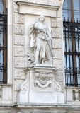 Kreuzfahrer durch Viktor Tilgner, Neue-Burg oder New Castle, Wien, Österreich lizenzfreie stockfotografie