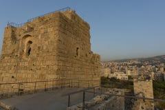 Kreuzfahrerschloss in Beirut, der Libanon mit Stadt im Hintergrund lizenzfreie stockfotos