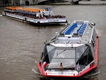 Kreuzfahrt auf dem Saine-Fluss Lizenzfreies Stockbild