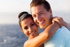 Kreuzfahrt des glücklichen Paars stockfoto