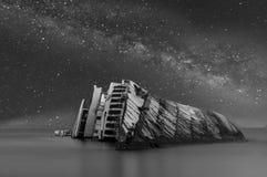 Kreuzfahrt unter der Milchstraße-Galaxie stockbilder