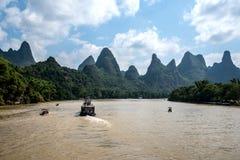 Kreuzfahrt von Guilin zu Yangshuo Stockfotografie