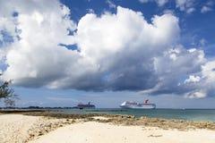 Kreuzfahrt zu Grand Cayman stockfoto