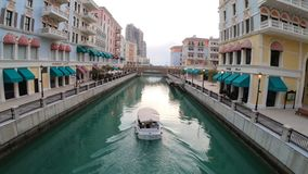 Kreuzfahrtboot Dohas Qanat Venedig stock footage