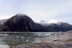 Kreuzfahrtboot in Fjord Pia lizenzfreies stockbild