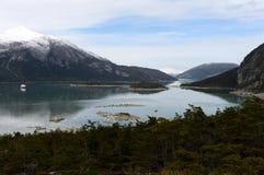 Kreuzfahrtboot in Fjord Pia Stockfotografie