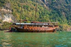 Kreuzfahrtboot Junis Bahtra Stockbilder