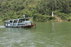 Kreuzfahrten im Fluss Stockbild