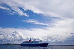 Kreuzfahrtfährenschiff Lizenzfreie Stockfotos