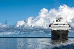 Kreuzfahrtschiff auf dem Amazonas Lizenzfreies Stockbild
