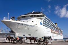 Kreuzfahrtschiff Costa Mediterranea im Seehafen Palermo, Sizilien, Ita Stockfotos