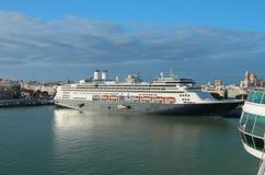 Kreuzfahrtschiff im Hafen Cadiz, Spanien Stockfotografie