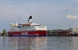 Kreuzfahrtschiff Tallink nahe Riga Lizenzfreies Stockfoto