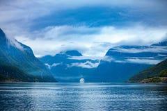 Kreuzfahrtschiffe auf Hardanger fjorden Lizenzfreies Stockbild
