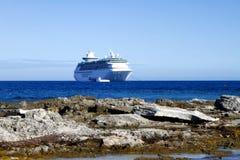 Kreuzschiff ablandig Lizenzfreie Stockfotos