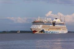 Kreuzschiff AIDAbella auf der Elbe Lizenzfreie Stockfotografie