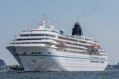 Kreuzschiff Amadea segelt beim Noordzeekanaal Stockbilder