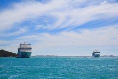 Kreuzschiff auf Anchorage Stockfoto
