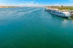 Kreuzschiff auf dem Nil kairo giza Egypt Reise backgr lizenzfreies stockfoto