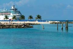 Kreuzschiff auf der Insel stockbilder