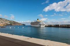 Kreuzschiff Costa Favolosa in Funchal, Portugal Lizenzfreie Stockfotografie