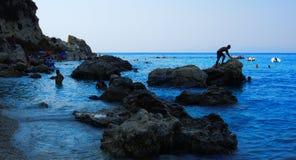 Kreuzschiff-Costa Luminosa Ansicht von Lefkas, eine grüne ionische griechische Insel, von einem Tageskreuzfahrtboot, das Nidri-Ha Lizenzfreies Stockbild