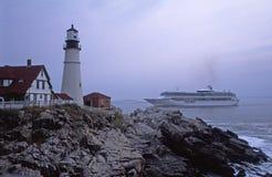 Kreuzschiff, das Portland Hauptleuchtturm führt stockbild