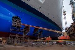Kreuzschiff Drydock Stockbild