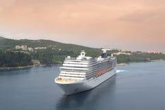 Kreuzschiff in Dubrovnik-Bucht Lizenzfreie Stockfotografie