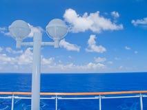 Kreuzschiff im karibischen Meer. Lizenzfreies Stockfoto