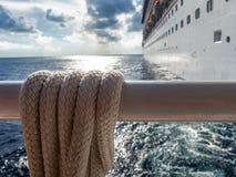 Kreuzschiff im karibischen Meer Stockfotografie