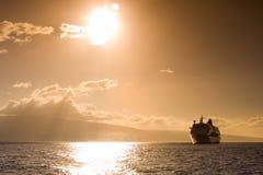 Kreuzschiff im Sonnenuntergang Stockfotografie