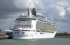 Kreuzschiff längsseits Hafen von Southampton Großbritannien lizenzfreie stockfotos