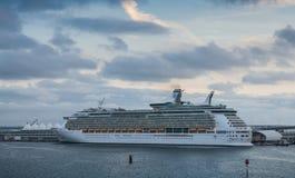 Kreuzschiff-Navigator der Meere Stockbild