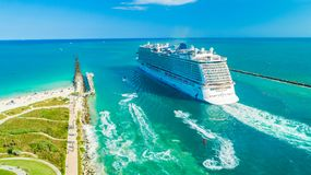 Kreuzschiff-norwegischer Glückseingang zu Atlantik lizenzfreies stockfoto