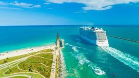 Kreuzschiff-norwegischer Glückseingang zu Atlantik lizenzfreie stockfotografie
