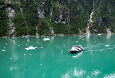 Kreuzschiff in Tracy Arm Stockfotos