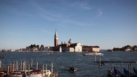 Kreuzschiff Venedig stock footage