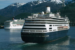 Kreuzschiffe in Alaska stockbilder
