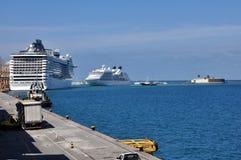 Kreuzschiffe am Hafen von Salvador Stockfotos
