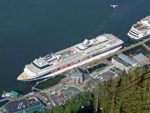 Kreuzschiffe an Juneau-Hafen, Alaska Lizenzfreies Stockbild