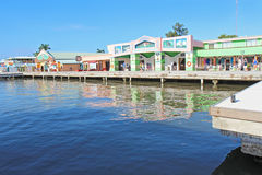 Kreuzschifffluggäste, die in der Belize-Stadt kaufen Lizenzfreies Stockfoto