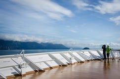 Kreuzschiffpassagiere in Nationalpark Glacier Bays Lizenzfreie Stockfotos