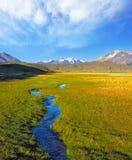 Kreuzt das malerische Tal von The Creek Stockfoto